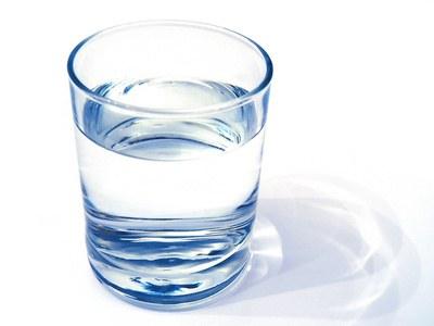 Ménopause et cellulite des bras : boire de l'eau.